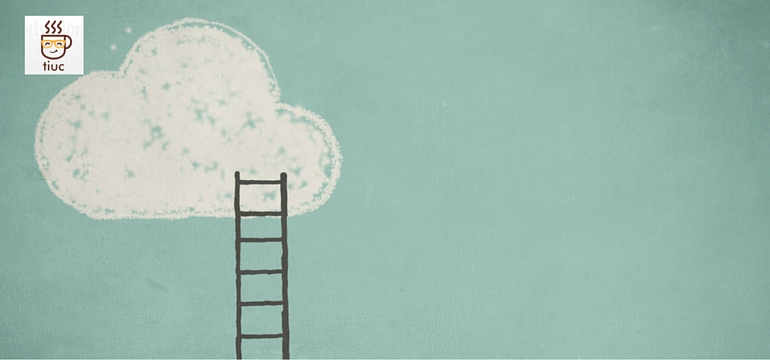escalera subiendo a una nube